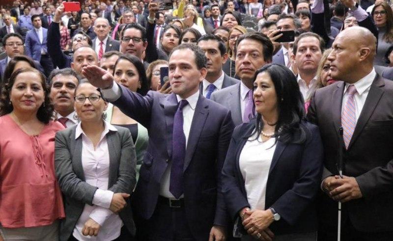Entre interrupciones y gritos, ratifican a Arturo Herrera como titular de la SHCP
