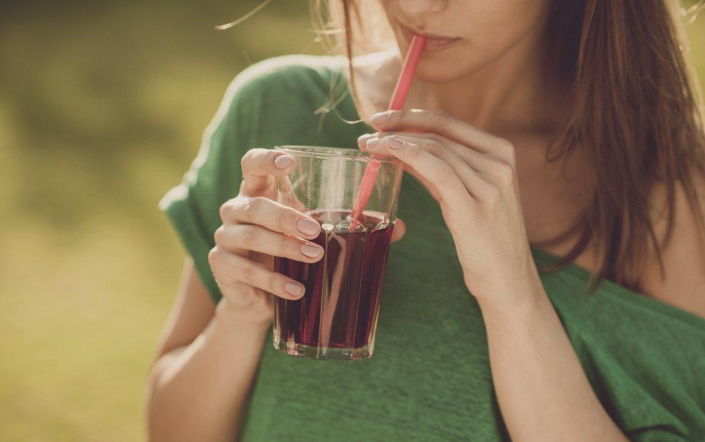 Consumo diario de bebidas azucaradas puede provocar cáncer