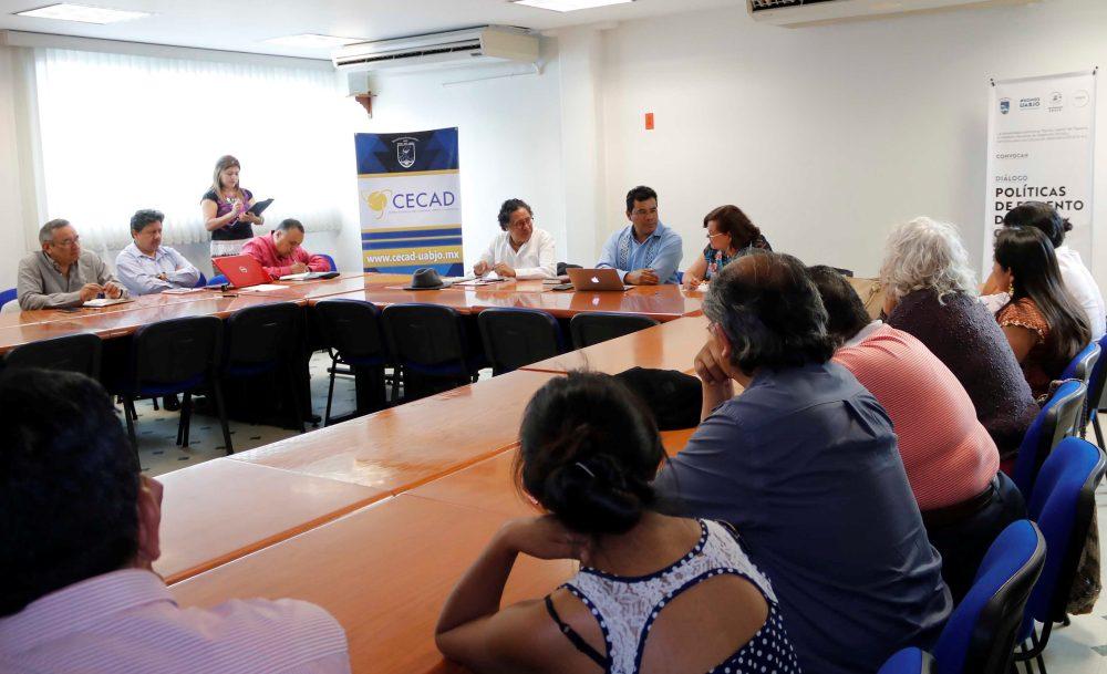 Contribuye la UABJO a la discusión del entorno social y la diversidad