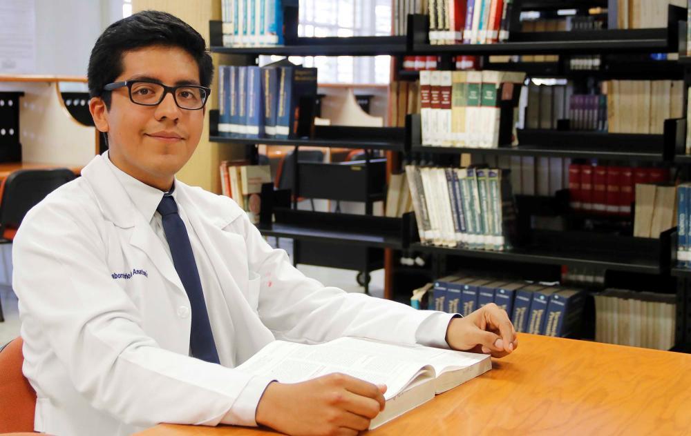Estudiante de la UABJO va becado a Alemania; tiene el respaldo institucional