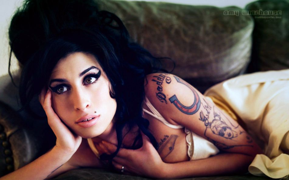 Exnovio de Amy Winehouse intenta vender fotos íntimas de la artista