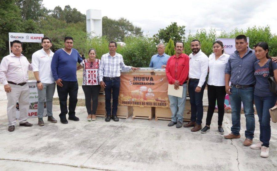 DIF Estatal Oaxaca e ICAPET entregan apoyos sociales a las familias de La Chilana