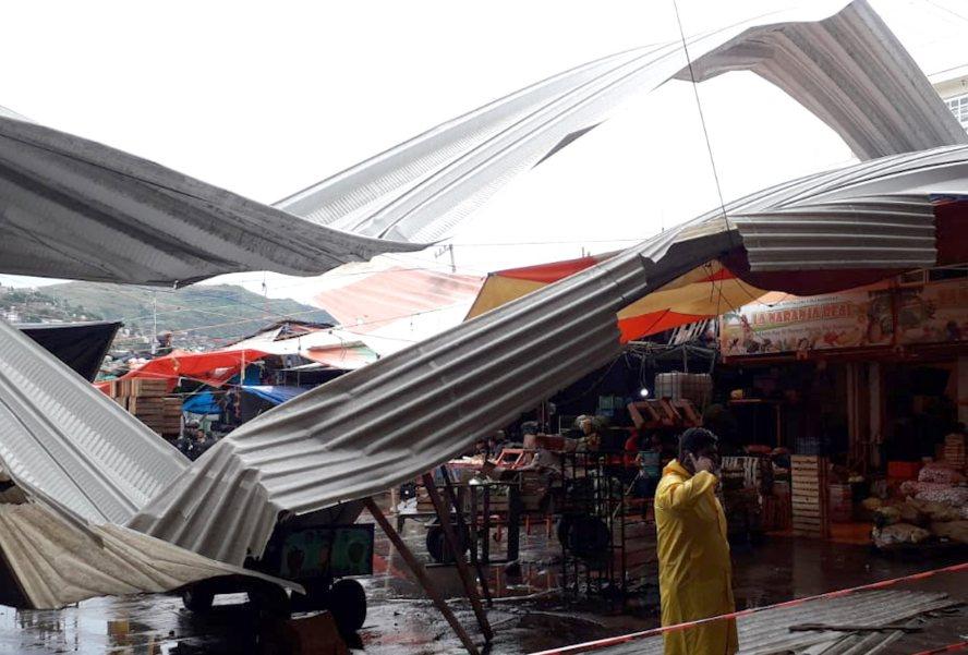 Caen techumbres de Bodegas del Mercado de Abasto por lluvia