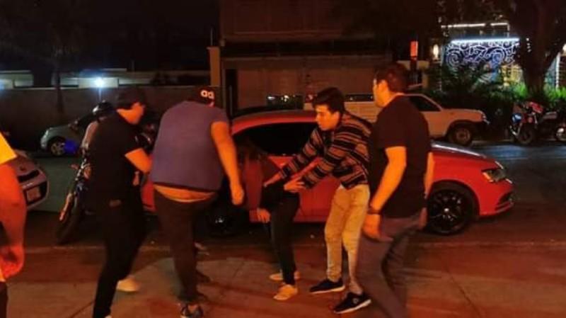 Cuatro hombres propinan golpiza a mujer en la colonia reforma de Oaxaca