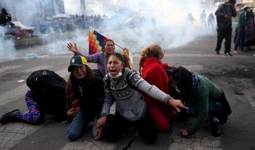 Por decreto, ya es 'legal' reprimir las protestas en Bolivia
