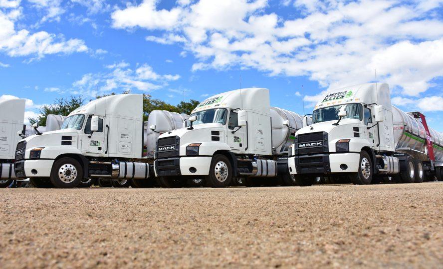 Empresa oaxaqueña fabrica 200 autotanques para traslado de combustible
