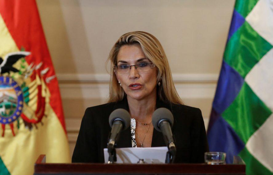 Presidenta interina de Bolivia Jeanine Áñez, promulga ley que prorroga su mandato