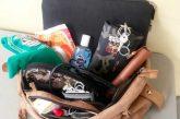 IMSS aconseja a las mujeres revisar sus bolso y sacar lo que no necesiten, para evitar desviación en la columna