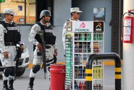"""Guardia Nacional inmovilizará gasolineras que no vendan """"litros de a litro"""""""