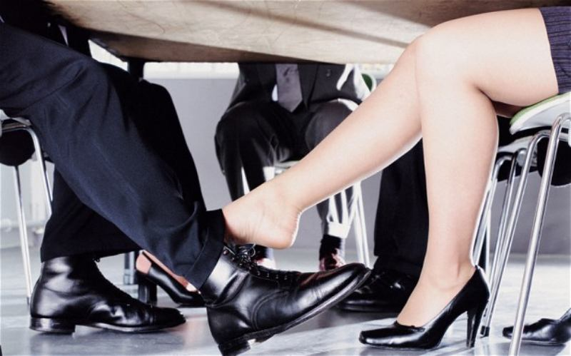 8 de cada 10 han tenido una relacion de amor en la oficina