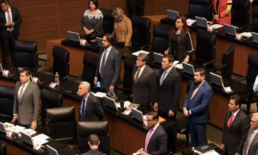 Por rifa, pasan la 'charola' a senadores; sólo mitad de morenistas accede