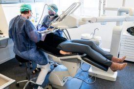 """La OMS percibe de """"alto riesgo por saliva"""" la atención dental"""