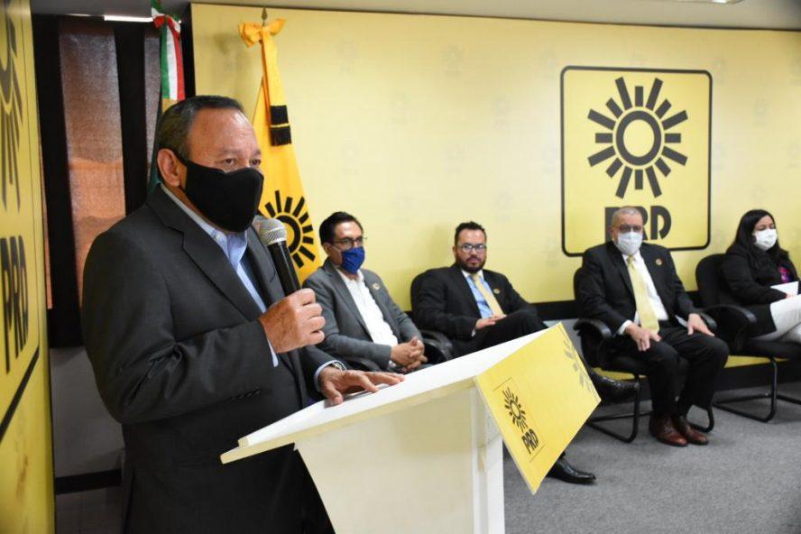 El gran reto de los partidos y organizaciones sociales es detener el deterioro en el que se encuentra el país: Jesús Zambrano