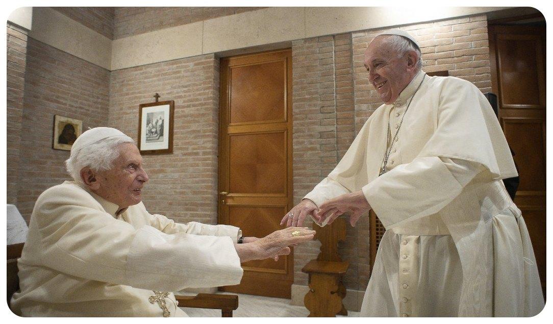 Papa Francisco y Benedicto XVI reciben primera dosis de vacuna contra COVID, confirma Vaticano