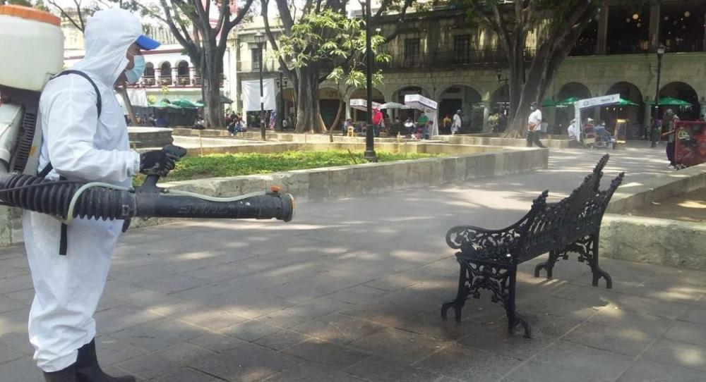 Ayuntamiento de Oaxaca mantiene acciones diarias de saneamiento y desinfección de espacios públicos