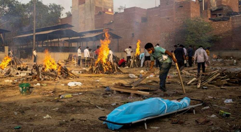 India supera a México como tercer país con más muertos por COVID